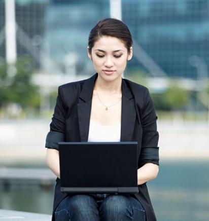trader_on_laptop